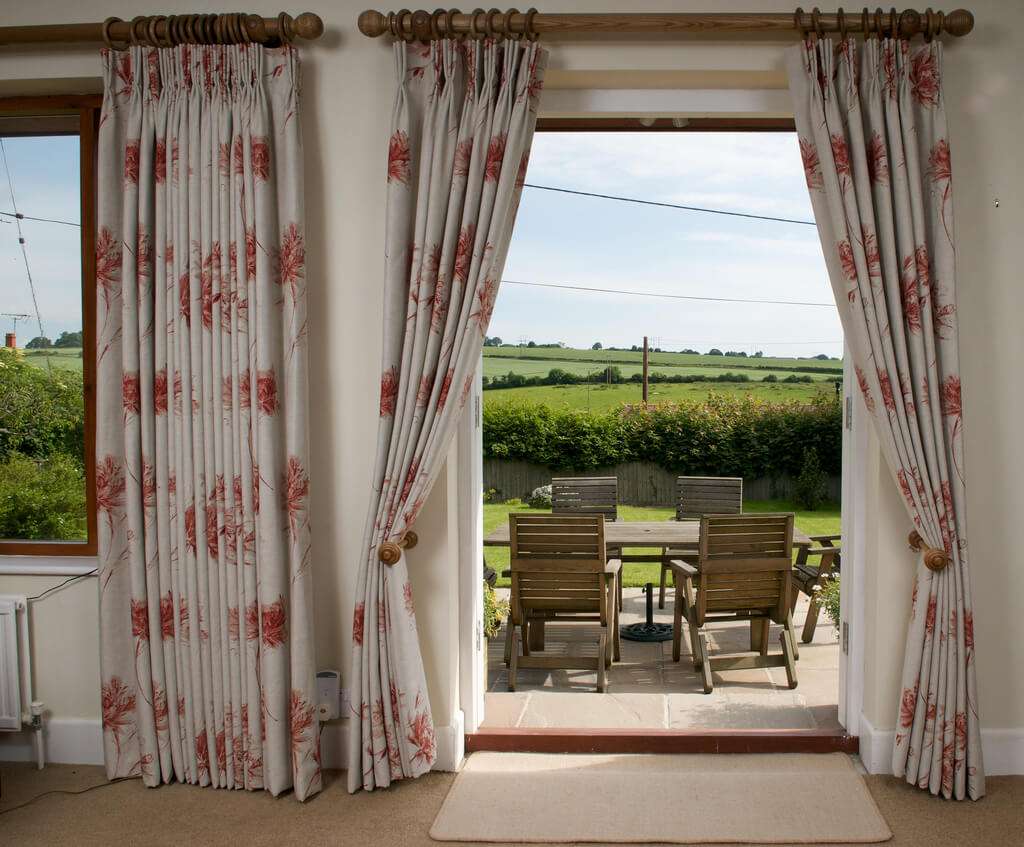 5 Tips For Installing Perfectly Finished And Correctly Placed Curtains